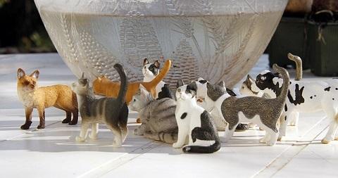 おもちゃの猫達