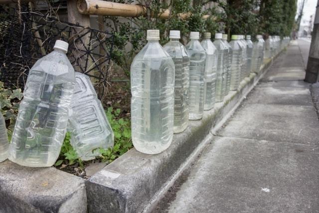 敷き詰められたペットボトル