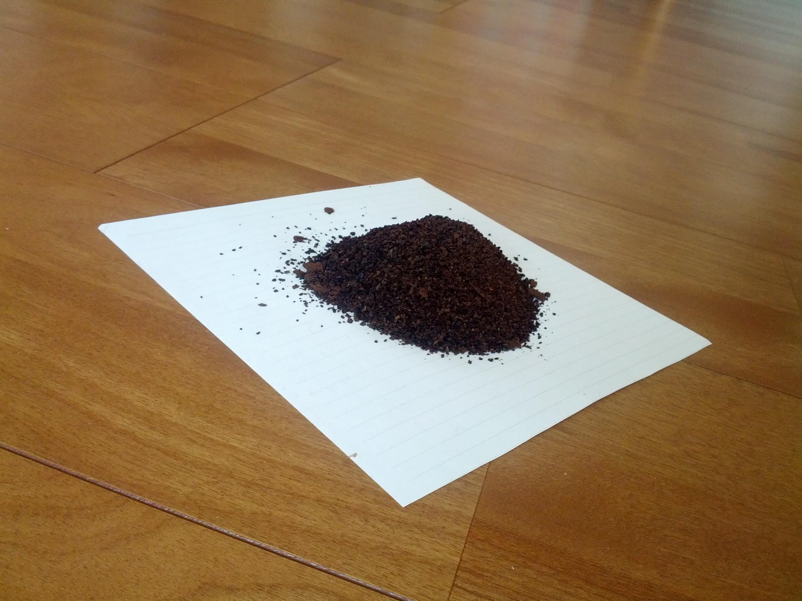 乾燥させたコーヒーかす